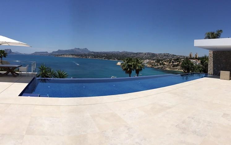 Infinity pool in Moraira