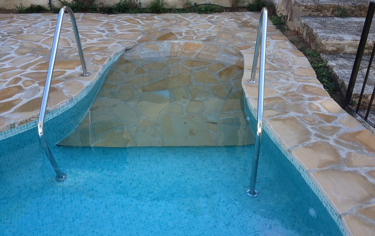 Details to make an accessible pool