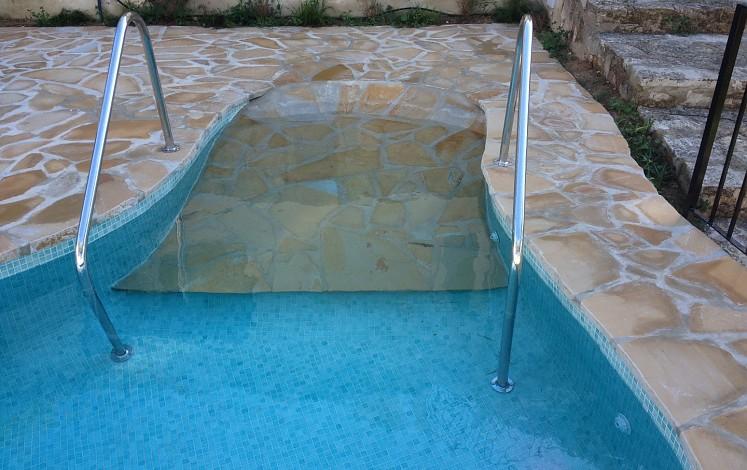 Détails pour faire une piscine accessible