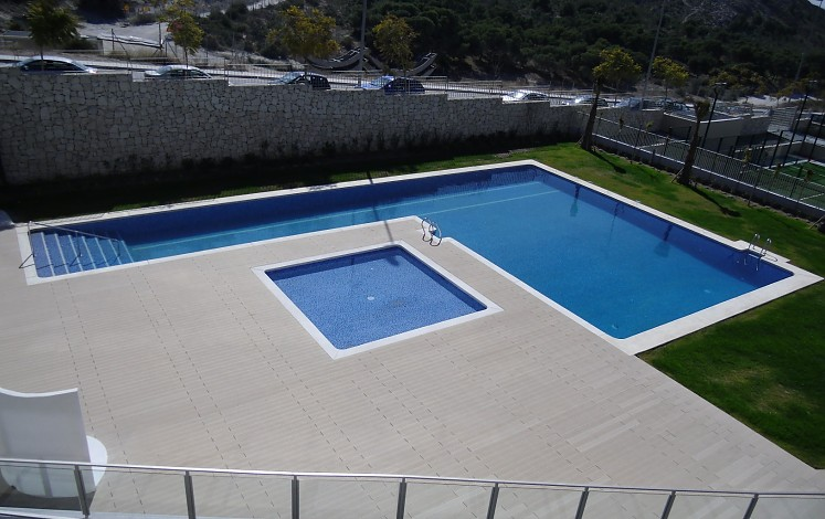 Community pool in Alicante