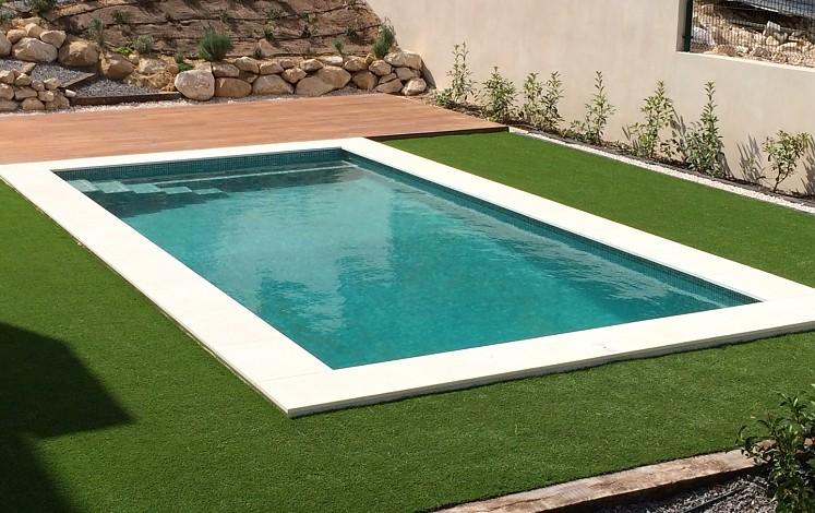 Community pool in Alicante