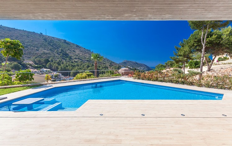 Irregular pool with hydromassage area in Moraira
