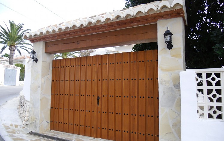 Construction of entrance doors