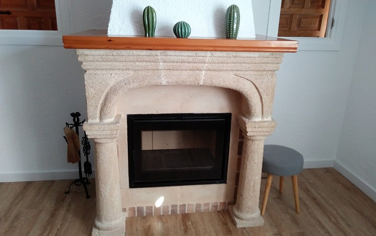 Fireplace in country house in Xàbia / Jávea